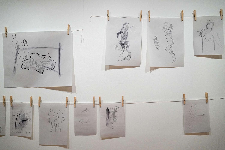 マーク・マンダース《ドローイングの廊下》展示風景:東京都現代美術館