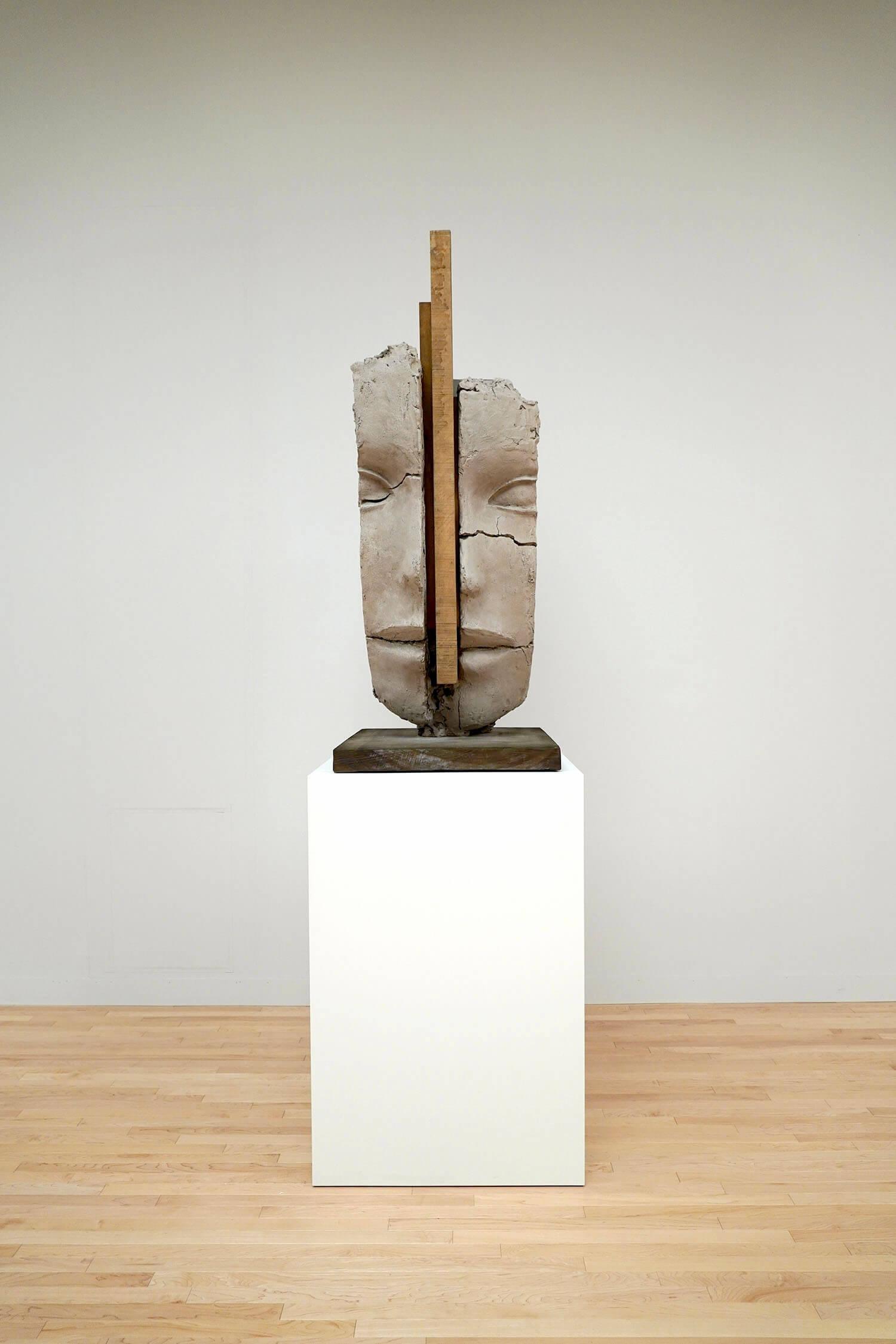 マーク・マンダース《乾いた土の頭部》展示風景:東京都現代美術館